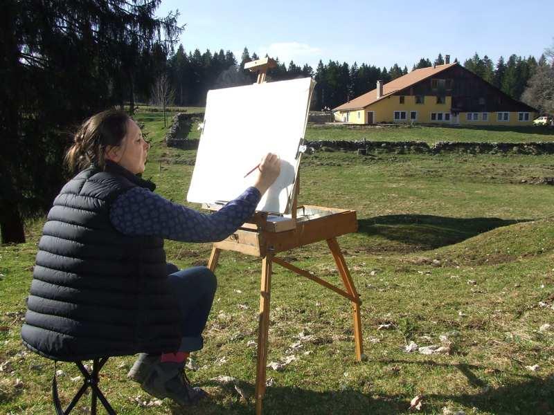Isabelle Morin peint en Suisse à la Côte Aux Fées